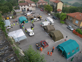 foto campo allestito dalla protezione civile