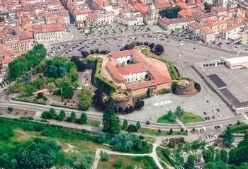 foto aerea del castello del monferrato
