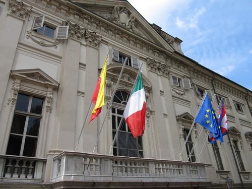 la facciata del municipio