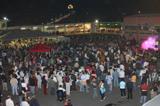 folla in piazza castello per festa del vino