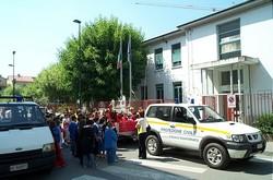Protezione civile davanti le scuole
