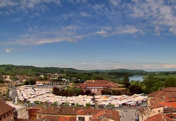 vista dall'alto del mercato di piazza castello