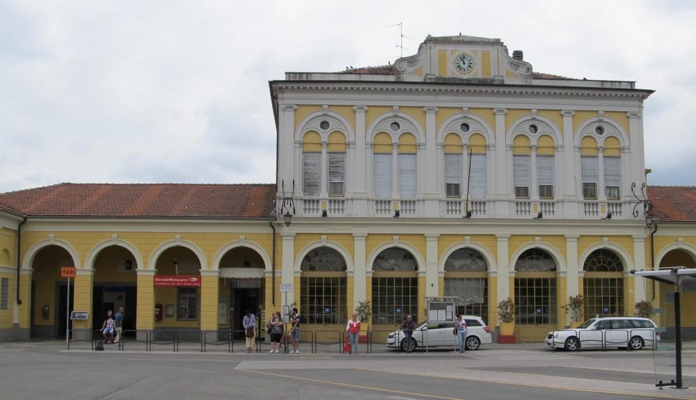 foto stazione ferroviaria