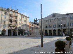 La piazza vista da via Roma